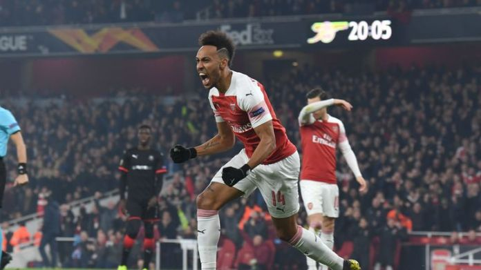 Pierre-Emerick Aubameyang celebrates the start against Rennes in the Emirates