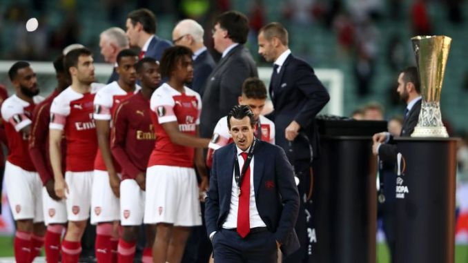 Emery and his players after Arsenal's Europa League final defeat