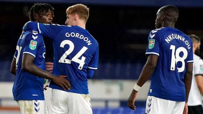 Moise Kean scored his third Everton goal from the spot to wrap up victory