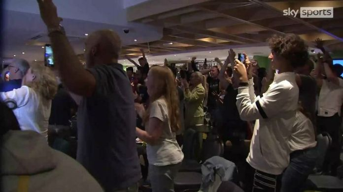 Watch the reaction of Emma Raducanu's home town club in Bromley as she wins the US Open