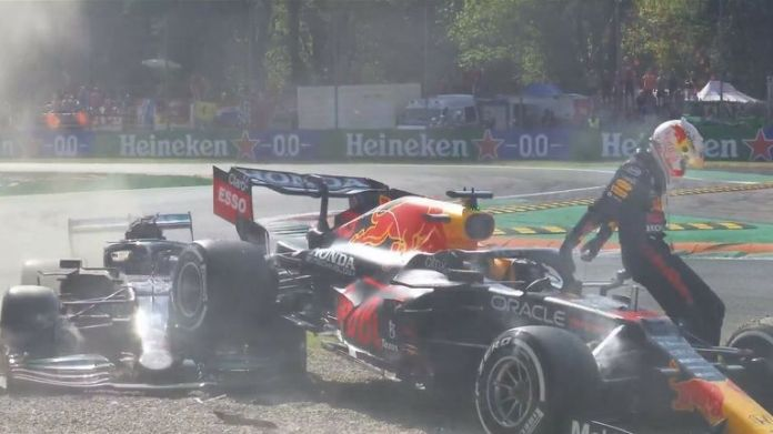 Max Verstappen moved alongside Lewis Hamilton after his pit stop and the pair collide at the first chicane, causing both to be beached in the gravel!!