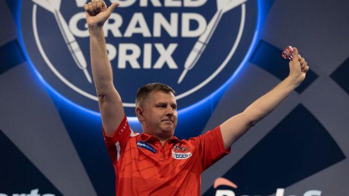 Krzysztof Ratajski upset Rob Cross to reach the quarter-finals in Leicester