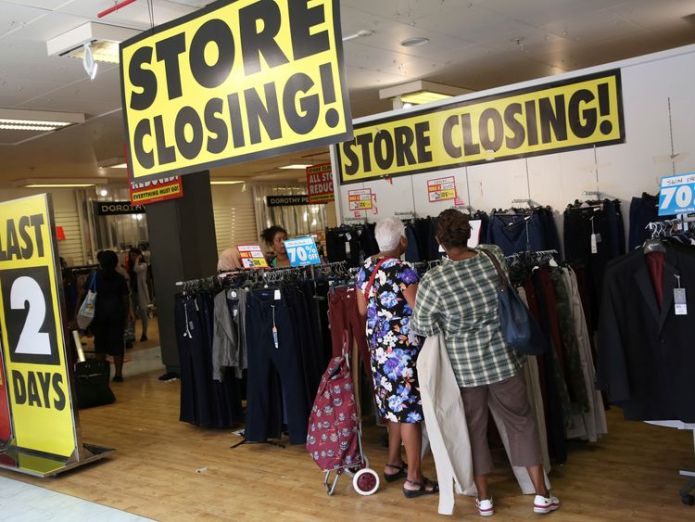 A BHS store closing down, August 2016 Banned BHS auditor 'spent two hours signing off retailer's accounts' Banned BHS auditor 'spent two hours signing off retailer's accounts' f446c9e3453291580712fc0fa2ae07668875ce4b9c2299e07597adb3ea0a7d14 3790173