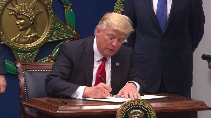 Two judges block President Trump's third attempt at travel ban Two judges block President Trump's third attempt at travel ban 4833005d7cd5e46b1c6c8fe4dbdc063653c09584c3fd144c9a545f1856d05591 3987725
