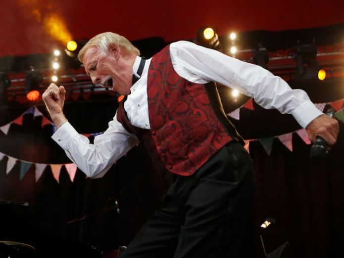 Bruce Forsyth performs on the Avalon stage at Glastonbury in 2013 Veteran TV host Sir Bruce Forsyth dies at 89 Veteran TV host Sir Bruce Forsyth dies at 89 10d2ec0b2362eeae46d5f37ee21c6d55ab41a39d5870175668f6cd224764f010 4076751