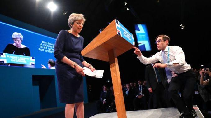 Simon Brodkin hands Theresa May a P45