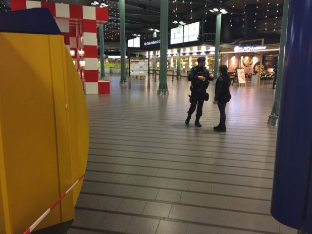 Police at the scene in Schiphol airport. Pic: @TreehouseTravlR