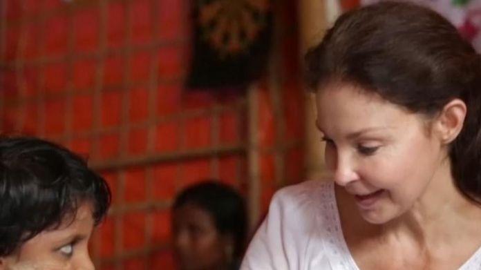 Ashley Judd meets Rohingya refugee girls and women Ashley Judd's diary of life in a Rohingya camp Ashley Judd's diary of life in a Rohingya camp skynews judd rohingya 4237780