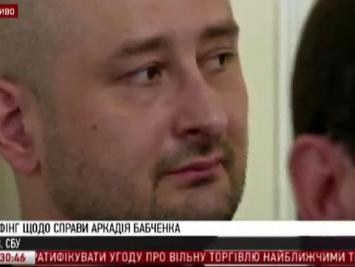 Arkady Babchenko appearing at a news conference after his death had been reported 'dead' kremlin critic arkady babchenko appears at news conference 'Dead' Kremlin critic Arkady Babchenko appears at news conference skynews arkady babchenko russia 4324256