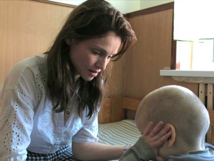 Sophie Ellis Bextor visits an orphanage in Ukraine Sophie Ellis-Bextor visits children left in Ukraine orphanage due to bad eyesight Sophie Ellis-Bextor visits children left in Ukraine orphanage due to bad eyesight skynews sophie ellis bextor 4317936