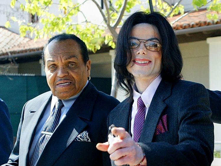 Joe Jackson and Michael Jackson during Michael's trial