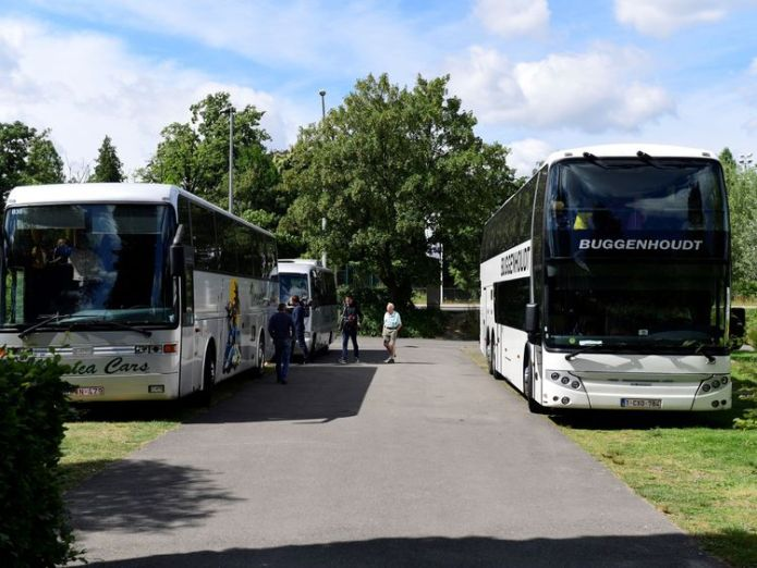 Buses with pupils on a school trip remain in the parking lot of Planckendael Zoo, after a young lioness escaped from its enclosure Lion shot dead after escaping zoo enclosure in Belgium Lion shot dead after escaping zoo enclosure in Belgium skynews lion escape belgium zoo 4341700