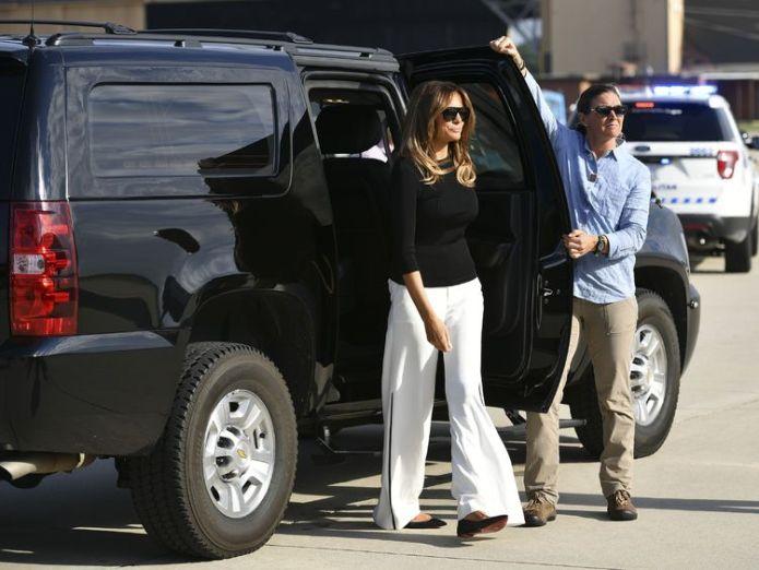 Melania Trump makes her way to board the flight to Arizona  Melania Trump back on US-Mexico border region for visit to immigration centre skynews melania trump first lady 4348315