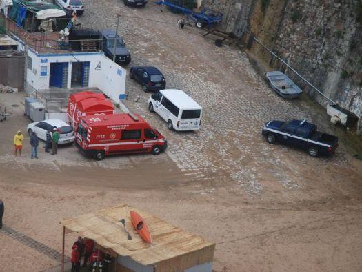 Notfalldienste am Tatort.  Foto: Jornal O Ericeira