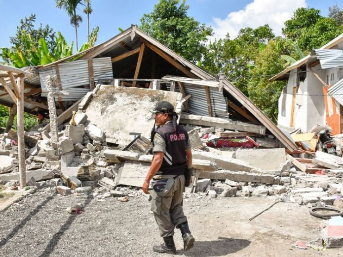 The quake destroyed many buildings on the island  Three dead after strong earthquake hits Indonesian island of Lombok skynews lombok quake indonesia 4375518