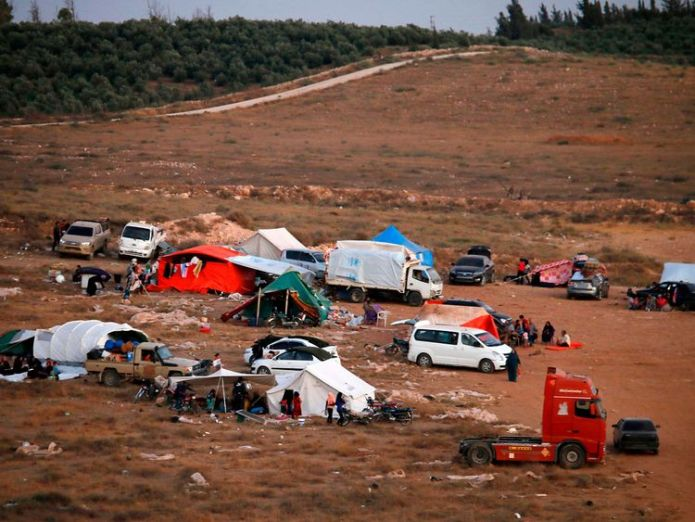 Tens of thousands are stranded at the Syrian border  Hundreds of thousands flee Syria amid renewed regime offensive skynews syria displacement 4353018