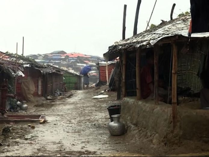 An estimated 6,000 Rohingya Muslims are stranded in a flooded camp in 'no man's land'  It's still not safe for Myanmar's refugees to return skynews rohingya myanmar bangladesh 4397876