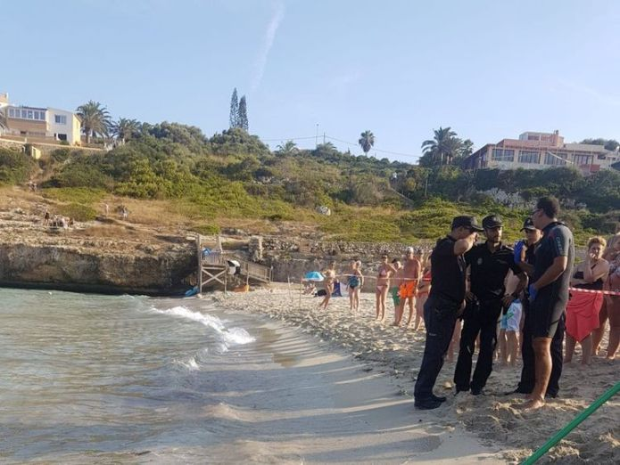 Police evacuated the beach as they tried to guide the shark back out to sea before hauling it onto the beach. Pic: Salvament Aquàtic Illes Balears  Panic as shark forces Majorca tourist beach evacuation skynews shark majorca 4378923