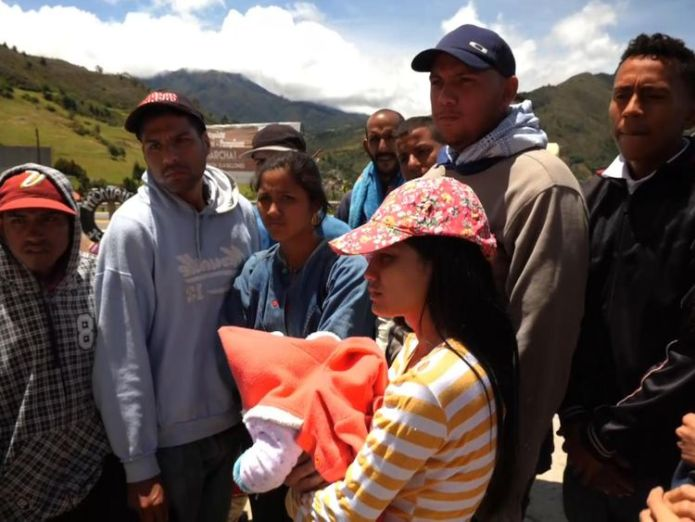 People are leaving Venezuela despite facing a walk of 2,000km to do so  Venezuelans flee as economic crisis deepens skynews venezuela maduro hyperinflation 4403950