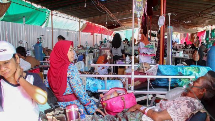 Victims of 19 August earthquake are treated in hospital in Mataram on Lombok  Five major earthquakes in two months: Indonesia reels after disasters skynews 19 august earthquake 4437245