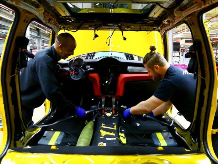 Factory workers at a car plant  Government's 100,000 net migration cap 'not policy', Migration Advisory Committee chair says skynews car manufcturing workers 4424931