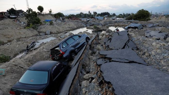 Cars trapped after sinking into the ground in the Balaroa sub-district of Palu  Why the ground turns to liquid in an earthquake skynews palu balaroa earthquake 4440493