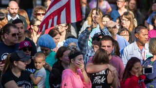 People watch the procession carrying the body of Ventura County Sheriff Sgt Ron Helus  'Hero' policeman Sergeant Ron Helus among 12 killed skynews thousand oaks shooting 4480948
