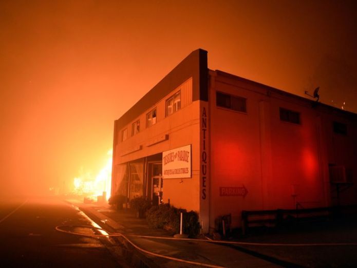 The fire raged through the town of Paradise on Thursday  At least five people killed in their cars as California wildfires spread and Malibu is evacuated skynews california fire 4481786