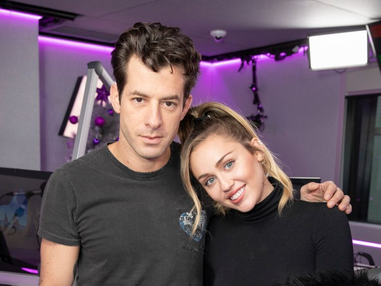 Miley Cyrus and Mark Ronson at Kiss FM Studio's on December 07, 2018 in London (Photo by John Phillips/Getty Images)
