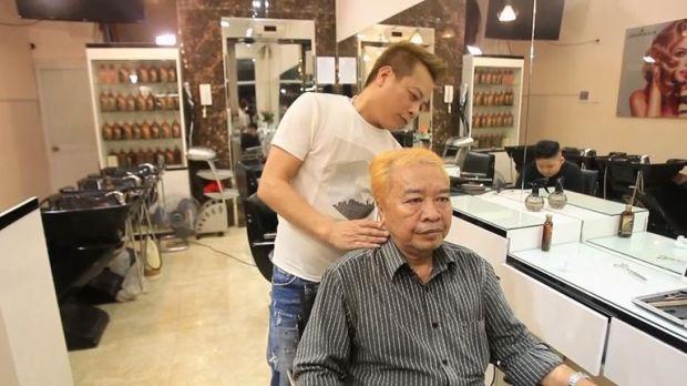 Man sports 'Donald Trump' hairstyle