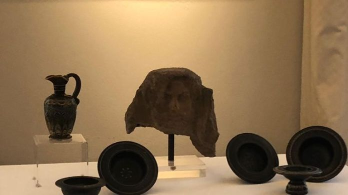 Items included plates and an Etruscan mask, a jar and a vase