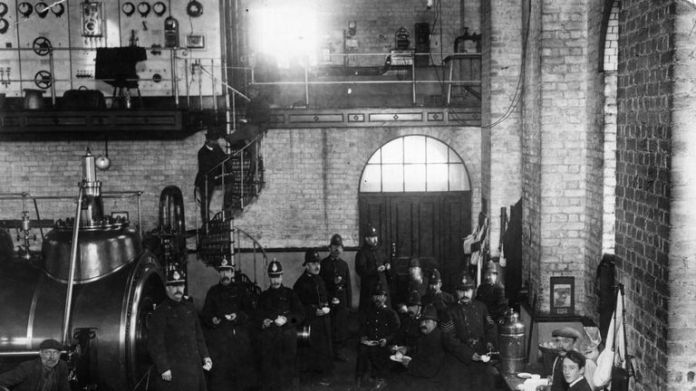 Police officers dispatched to Tonypandy during miners & # 39; Strike of 1910