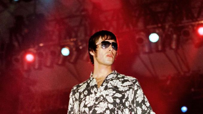 Liam Gallagher greets the public during the Caracas Pop Festival 21 January 2001