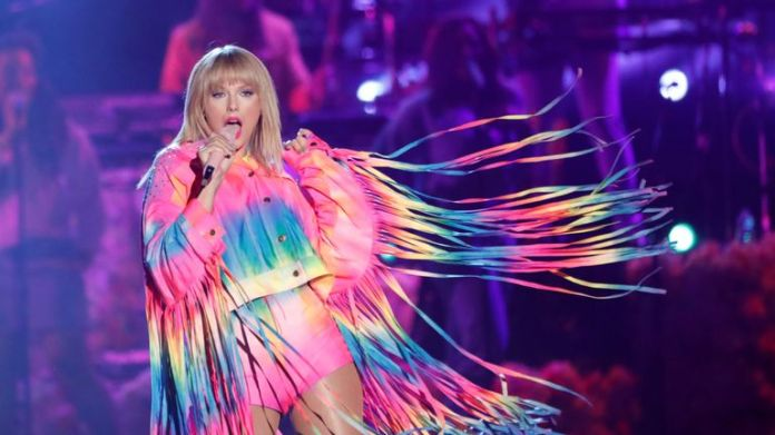 Taylor Swift performs in California