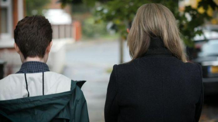 Sky News se enteró de que cientos de jóvenes transgénero están buscando ayuda para volver a su sexo original.