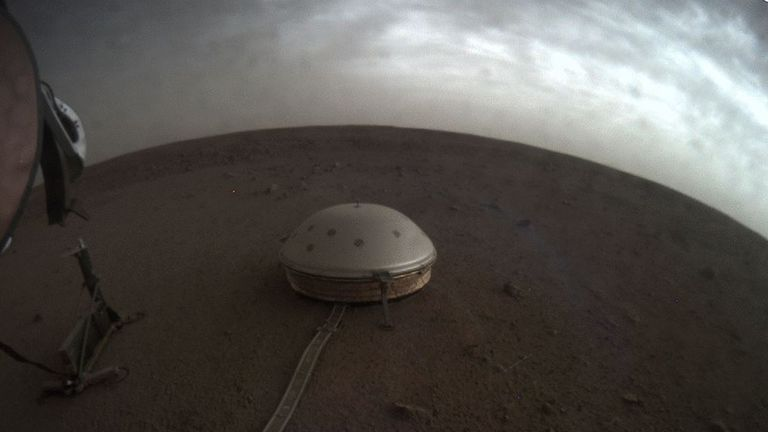 Clouds move over the dome-covered seismometer SEIS, which is part of NASA's InSight lander, on Mars. Image: NASA / JPL-Caltech