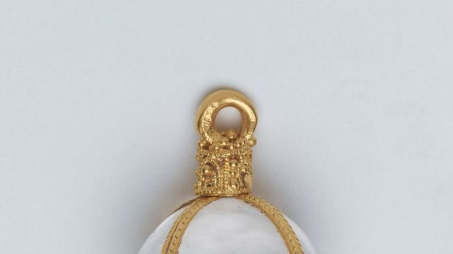 A rock crystal pendant chased in gold, dating from the 5th century