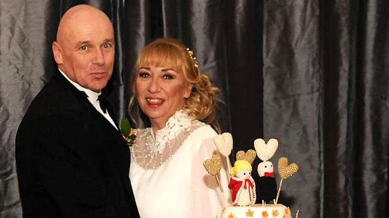 Alan Steele with his wife on their wedding day