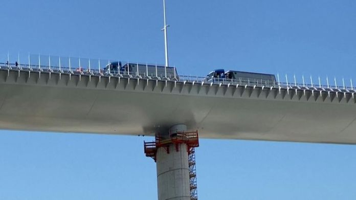 The new Genoa bridge underwent static tests before its inauguration