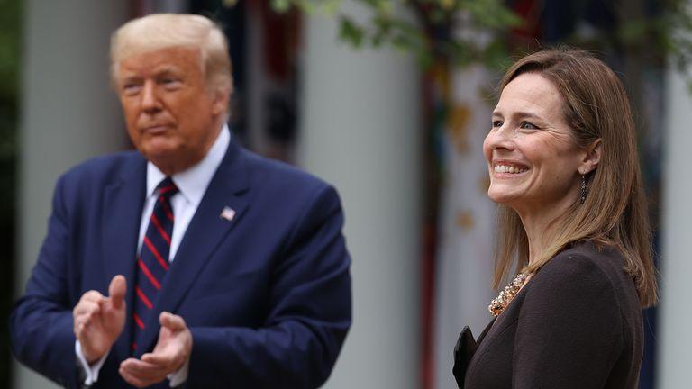 Le président américain Donald Trump annonce son candidat à la Cour suprême des États-Unis, la juge Amy Coney Barrett