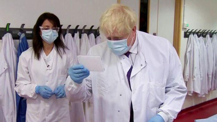 Boris Johnson visits a laboratory in Oxford
