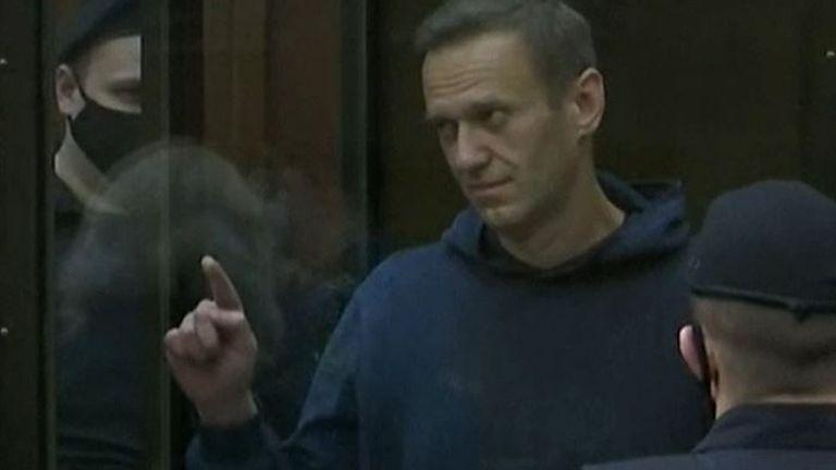 Alexei Navalny draws a heart when sentenced to prison