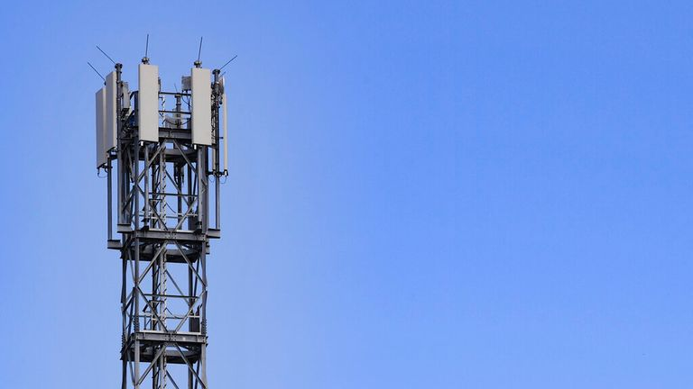 21 July 2020, Brandenburg, London: A transmission mast for mobile communications. Photo by: Patrick Pleul / Bild-Allianz / dpa / AP Images