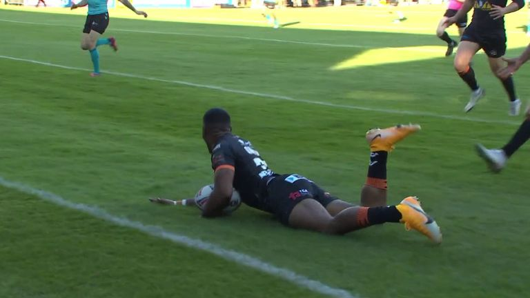 Qareqare scores an unbelievable try on debut for Castleford Tigers with his first touch against Hull FC