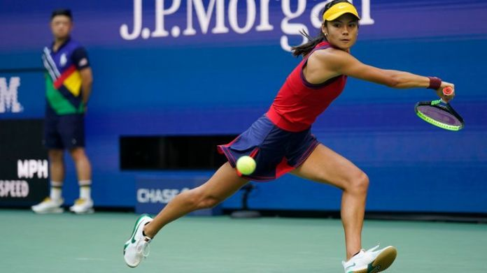 Emma Raducanu, of Britain, returns a shot to Leylah Fernandez, of Canada, during the women...s singles final of the US Open tennis championships, Saturday, Sept. 11, 2021, in New York. (AP Photo/Seth Wenig)