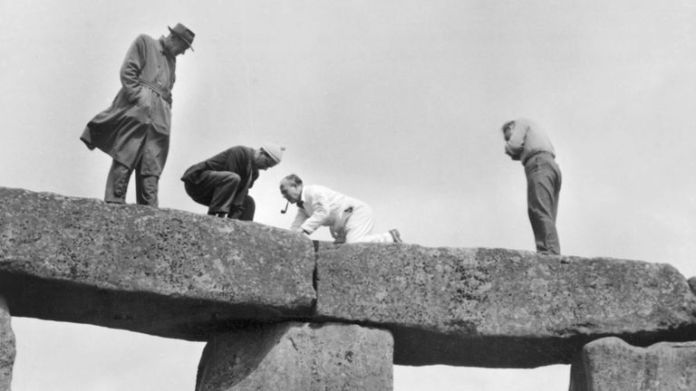 The work in the 1950s took a more relaxed approach to health and safety. Pic: Historic England Archive
