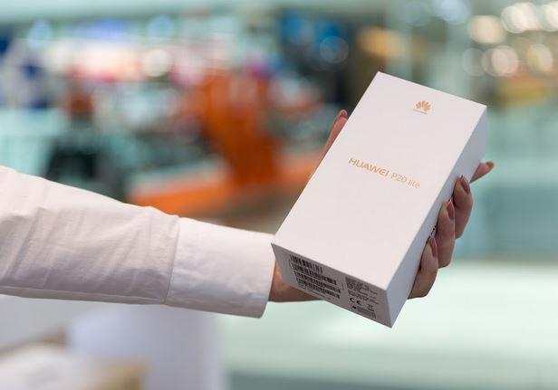 Huawei p20 Lite byl opravdovou hvězdou. Půjde v jeho šlépějích také p40 lite? Zdroj: Bigstockphoto.com