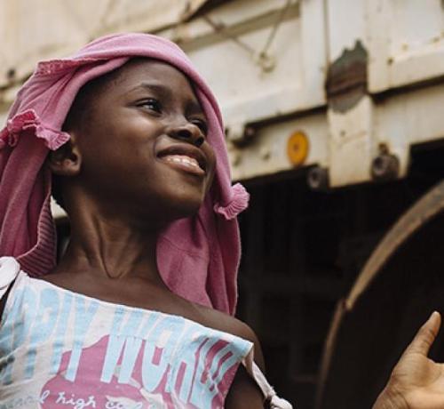 niña africana en un campo de ACNUR
