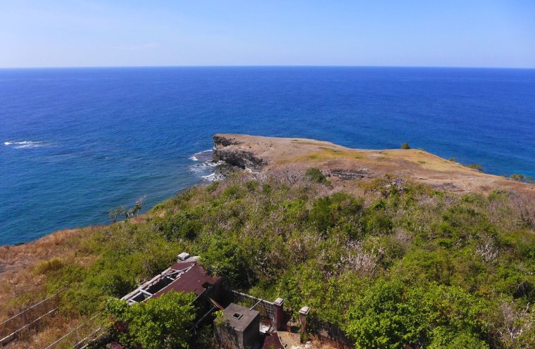 D.I.Y. Island Hopping at Anawangin Cove and Capones Island; D.I.Y. Camping at Nagsasa Cove; Anawangin itinerary; What to do in Zambales; Weekend Getaway from Manila
