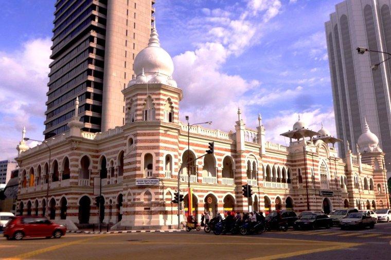 Kuala Lumpur one day itinerary; Kuala Lumpur D.I.Y. tour; Terminal Bersepadu Selatan; Merdeka Square; Petronas Twin Towers; KL travel blog